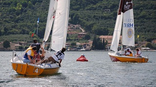 Blind Sailing, Match Racing, two boats head toward the mark